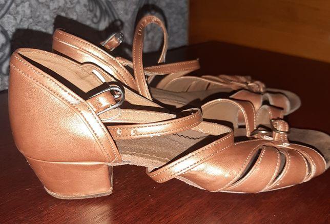 """Танцевальная обувь для девочек """"ювенал"""" (блок-каблук)"""