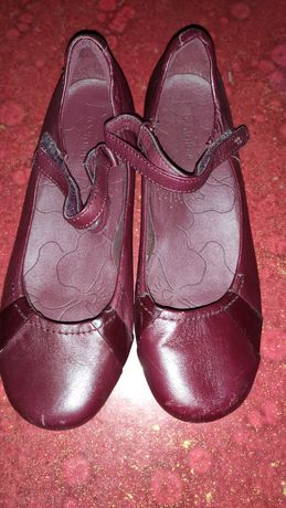Продам туфли на девочку размер 38