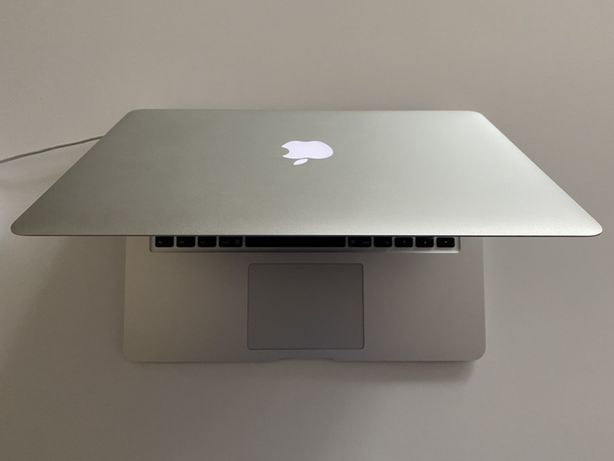 Macbook air 2017 stan ideal, niecale 200 cykli baterii