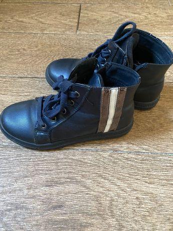 Продам ботинок детский