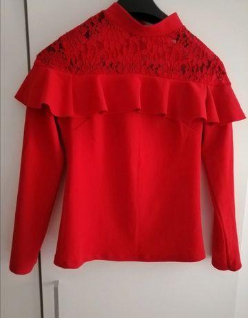 Czerwona bluzka z koronką