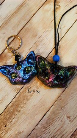 Wisior bądź brelok kotek w dowolnych kolorach