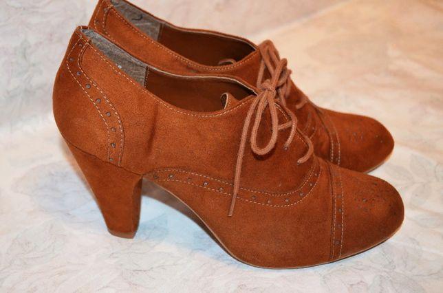 Красивые туфельки на шнуровке, 38 размер