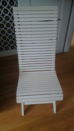 Krzesło białe drewniane, ogród, łazienka
