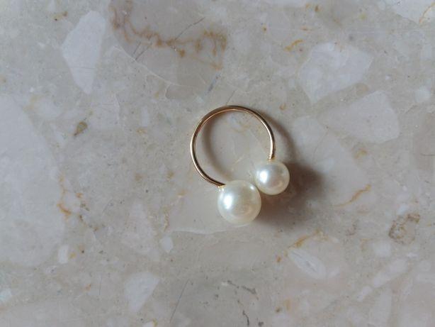 Minimalistyczny pierścionek perełki perły regulowany kolor złoty