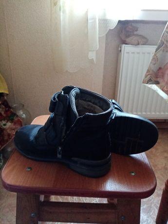 Ботинки на мальчика 50 грн