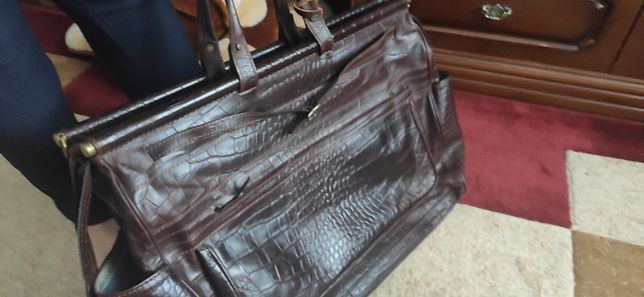 Продам  с натуральний кожи сумку для поездок