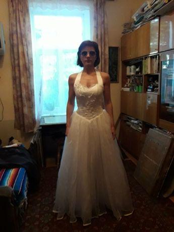весільна сукня з аксесуарами