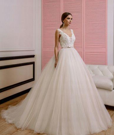 Suknia ślubna, ksieżniczka, brokat, koronka