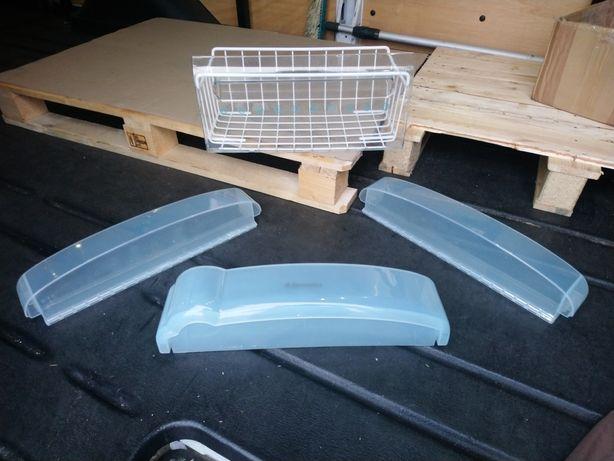 Szuflada i półki na drzwi oraz trzy półki szklane Electrolux ERB 2641