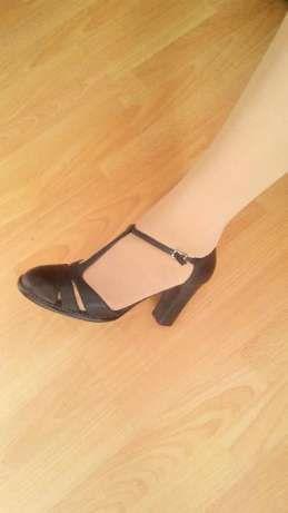 новые кожаные черные туфли-босоножки