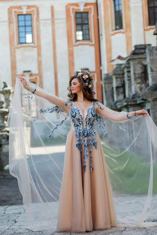 Вишукана сукня для прекрасних дам