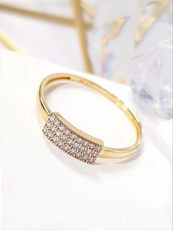 Złoty pierścionek zdobiony cyrkoniami szeroka rozmiarówka pr.333