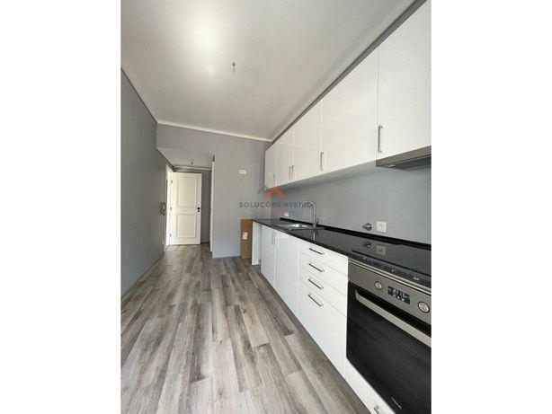 Apartamento T2+1 Av.Mário Sacramento - Arrendamento!!