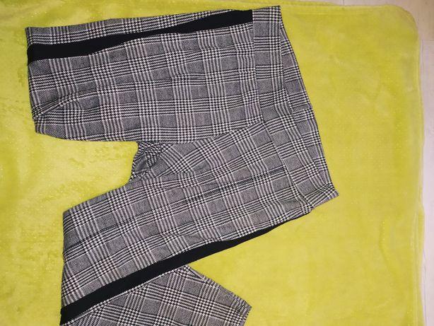 Materiałowe spodnie w kratkę