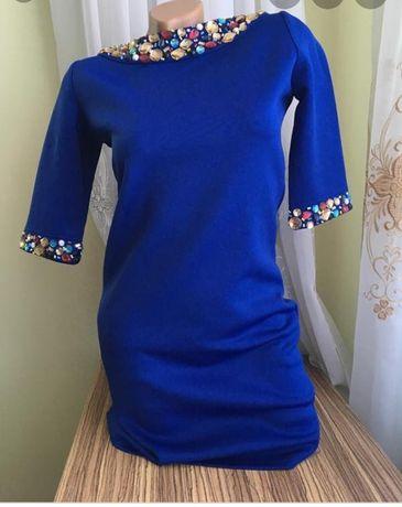 Платье Aniboba очень нарядное с камешками.Смотриться просто супер.