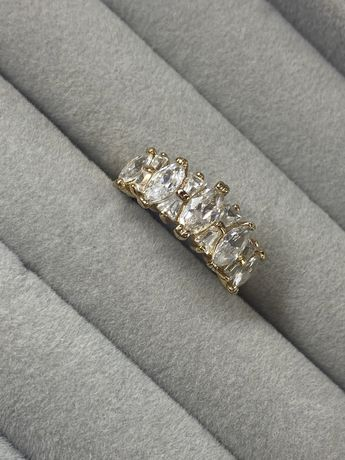 Кольцо с белыми камнями