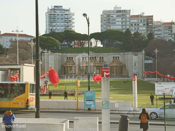Loja com Armazém c/290m2 na Rua Quirino da Fonseca em Arr...