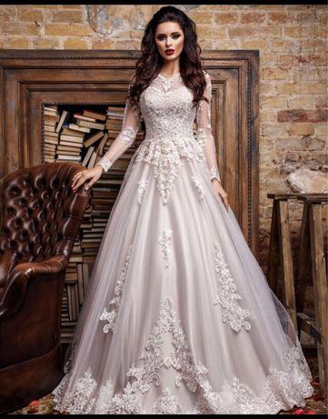 Вишукана весільна сукня з салону