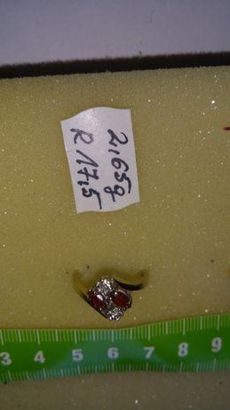 Pierścionek złoty z diamentami i szafirami w cenie 3800 zł