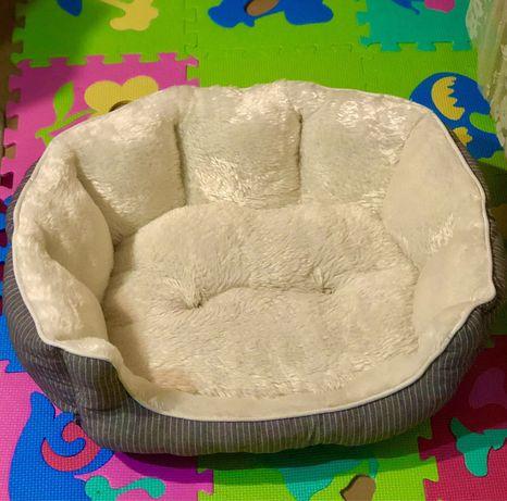 Уютный  меховый  лежак- диван для котика или собачки