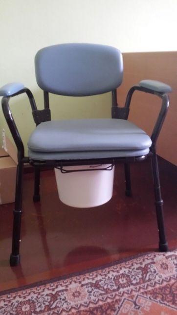 krzesło toaletowe z regulowaną wysokością