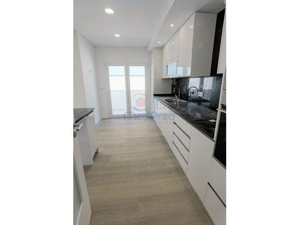 Apartamentos T2 com arrecadação e BOX na Ramada