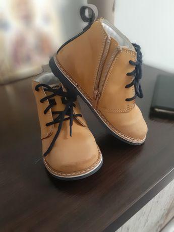 Продам детские демисезонные ботинки Bartek