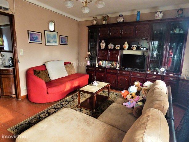 Moradia familiar à venda zona residencial sossegada em Mo...
