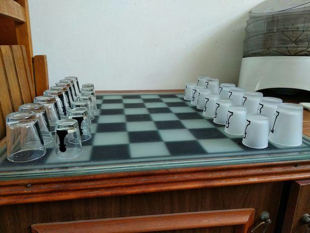Шахматная доска сувенирная стопочки