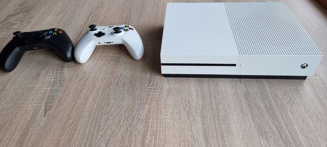 Xbox One S - 2 pady