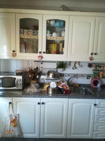 Móveis de cozinha torneira e lava loiças