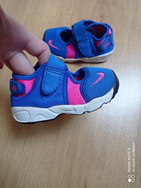 Кроссовки Nike мокасины босоножки Adidas Geox