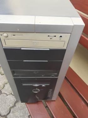 Komputer stacjonarny na części.
