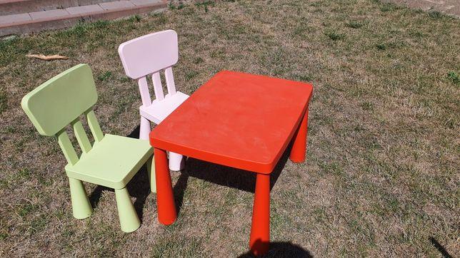 Krzesełka dla dzieci i stolik