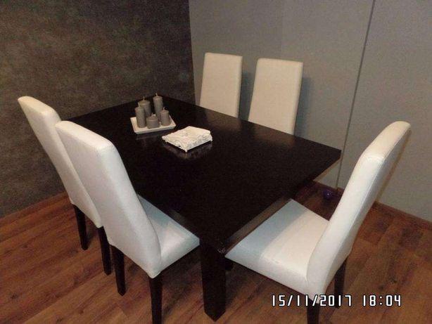 Masywny stół w kolorze wenge