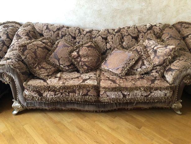 Класический диван с креслами
