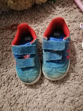 Продам 2 пари обуви