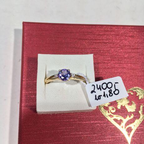 Złoty pierścionek z tanzanitem