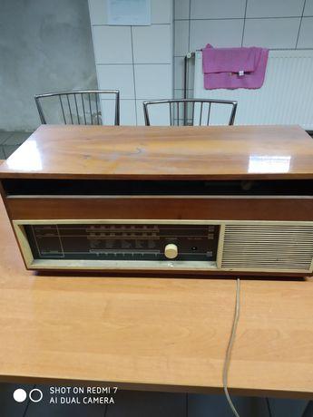 Dwa stare radia z adapterem na płyty Ballada i Śnieżka