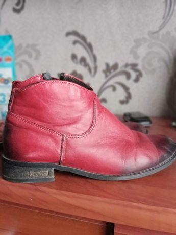 Ботинки бежеві замш натуральный, червоні натуральна шкіра