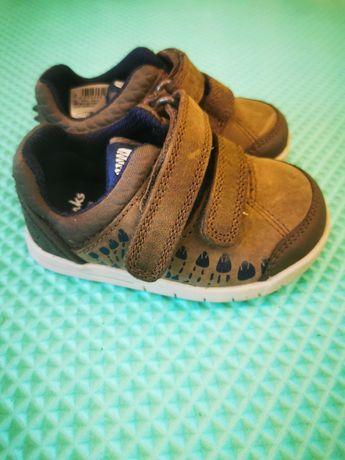 Pierwsze butki Clarks skórzane rozmiar 18.5 NOWE