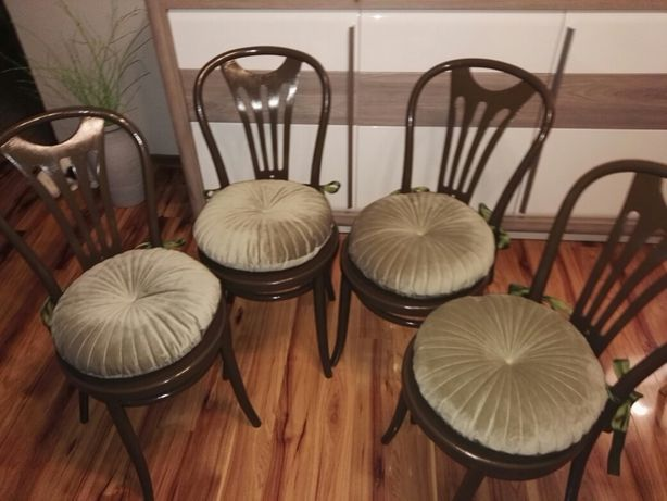 Sprzedam bardzo ładne krzesła gięte z Radomska