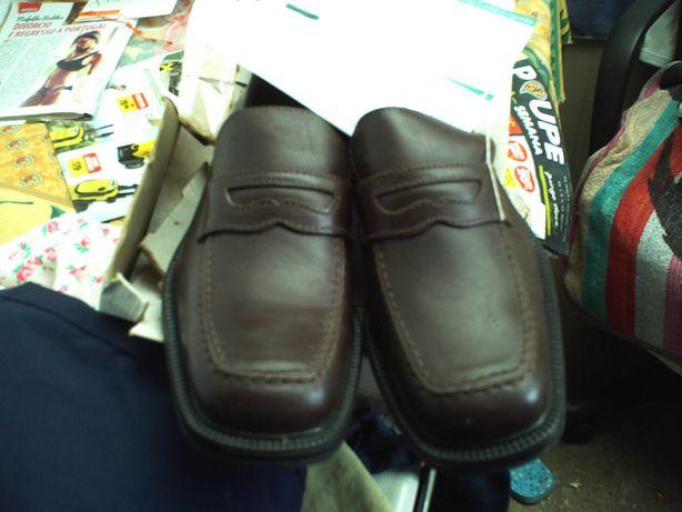 Sapatos tamanho 39 em couro novas