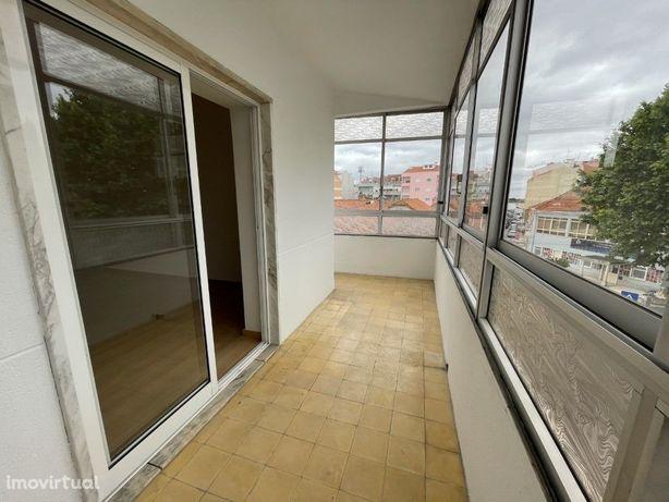 Apartamento T3 Remodelado no centro de Alverca
