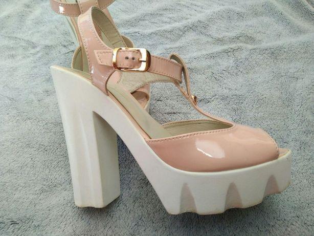 Продам туфли нежного цвета
