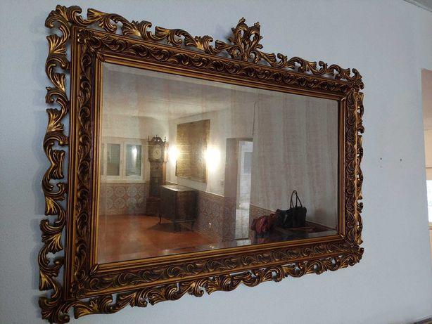 Espelho com trabalhado dourado