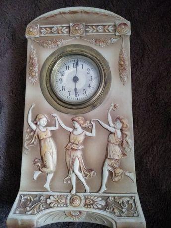 Piękny stary zegar kominkowy z motywem greckim