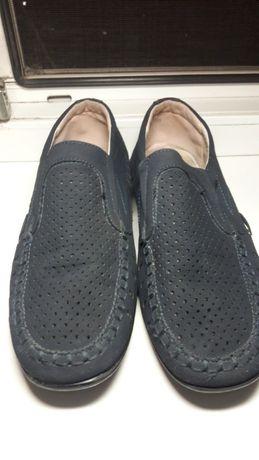 Продам туфли для мальчика.