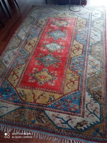 Tapete turco original tecido a lã. Alta qualidade